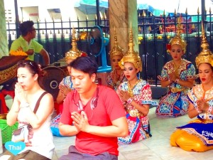 Thai Culture At Erawan Shrine In Bangkok | Love Thai Maak
