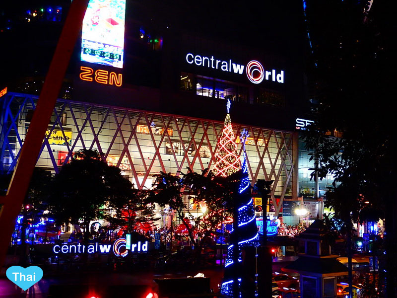 Things to do in Bangkok | Love Thai Maak Christmas in Central World Rachaprasong at night