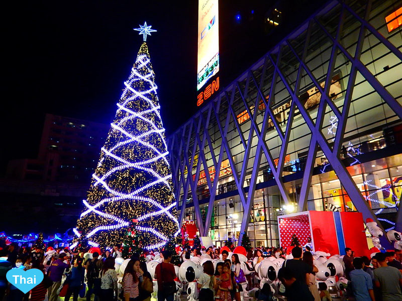 Things to do in Bangkok | Love Thai Maak Christmas in Central World Rachaprasong local crowd