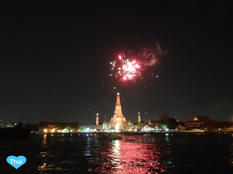Bangkok Countdown Spots For New Year 2015 | Wat Arun Firework On Chaopraya River