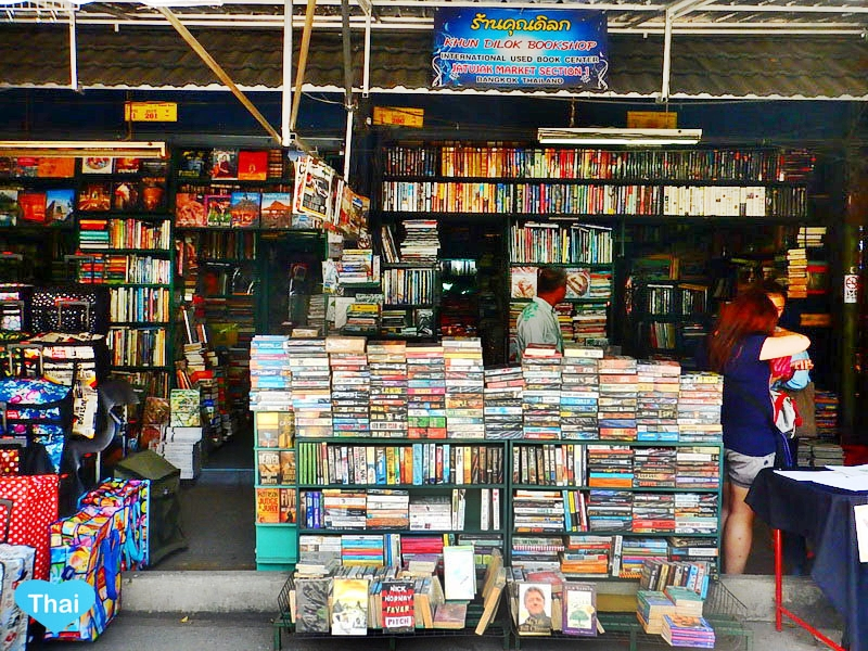 things to do in Bangkok : Chatuchak market text books and second handed books by Love Thai Maak