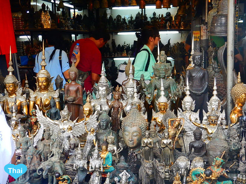 things to do in Bangkok : Chatuchak market hand made arts by Thai artists by Love Thai Maak