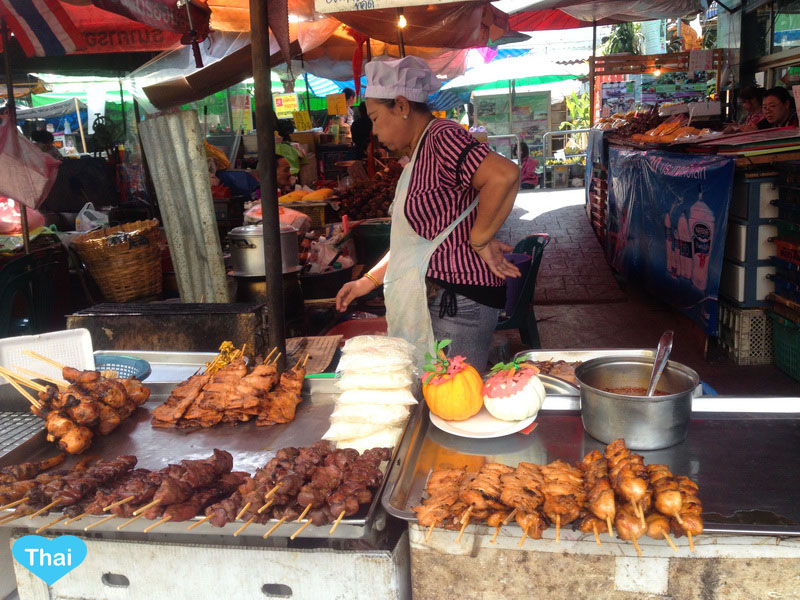 Thai Street Food : Grilled Chicken and other parts by Love Thai Maak traveling to Thailand through local eyes
