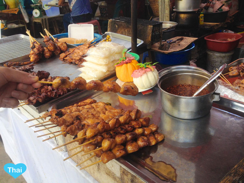 Thai Street Food : Grilled Chicken and other parts including tails and chili sauce  by Love Thai Maak traveling to Thailand through local eyes
