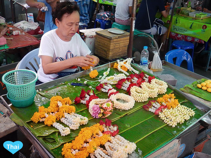 Things To Know Beyond Thailand Tourism : The Colorful Garland and the local seller who is making authentic garland