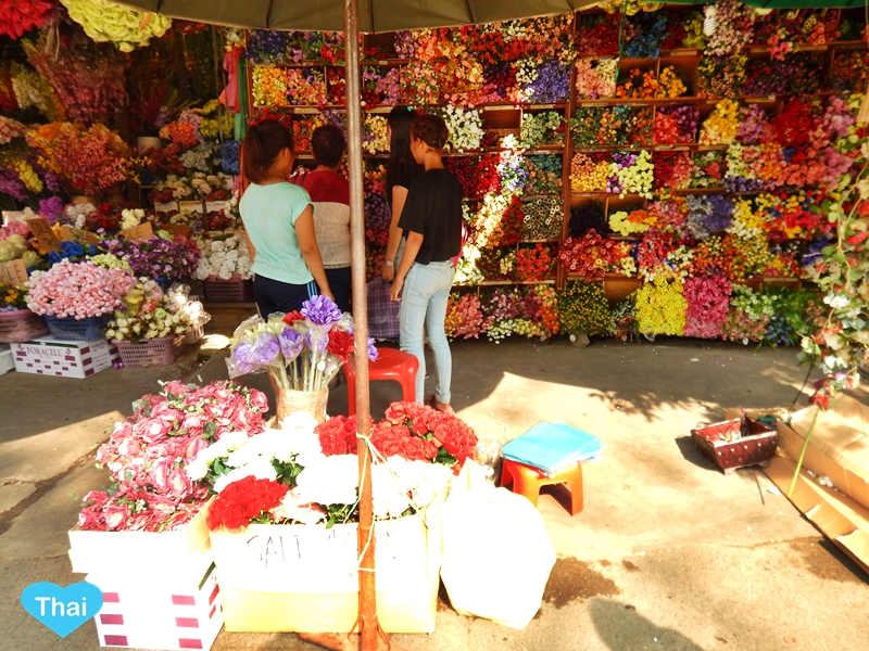 things to do in Bangkok : Chatuchak market flowers by Love Thai Maak