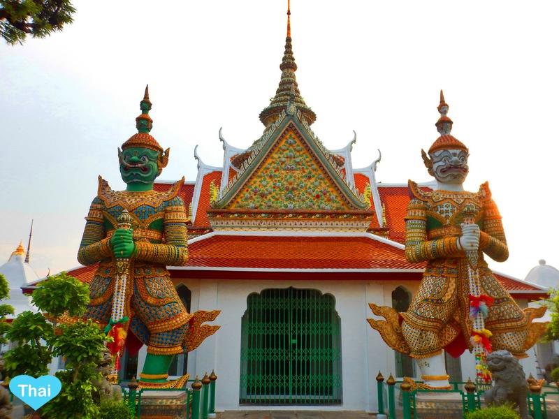 Things to do in Bangkok Wat Arun giant guardians by Love Thai Maak