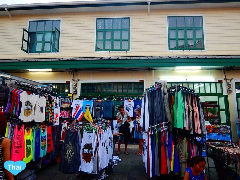 things to do in bangkok night market at Khaosan Road international backpackers | Love Thai Maak