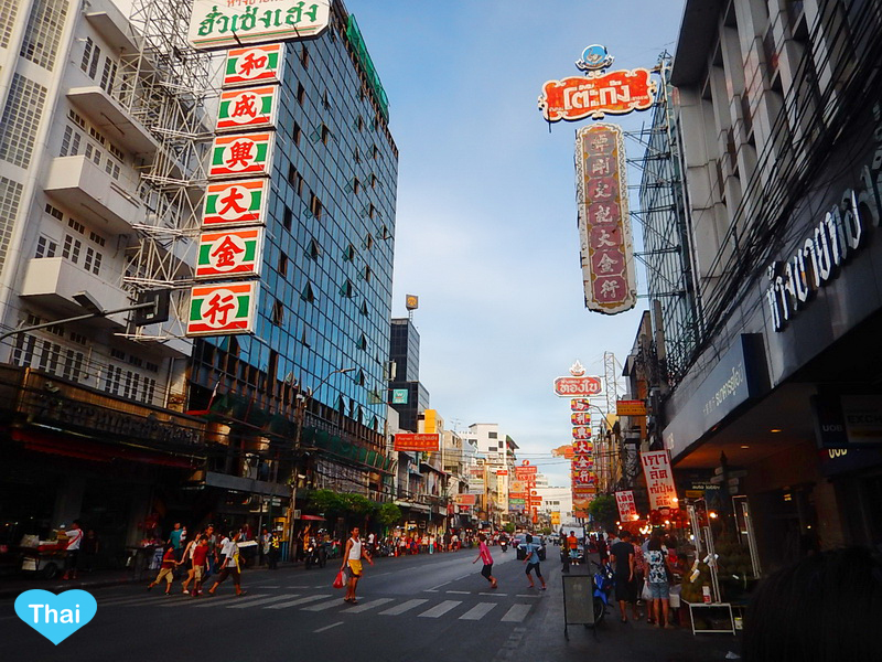 Things to do in Bangkok Chinatown by Love Thai Maak | Reasons to love Thai-Chinese food day time on the street