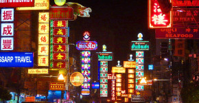 Things to do in Bangkok Chinatown by Love Thai Maak | Reasons to love Thai-Chinese food with night lights of the iconic site