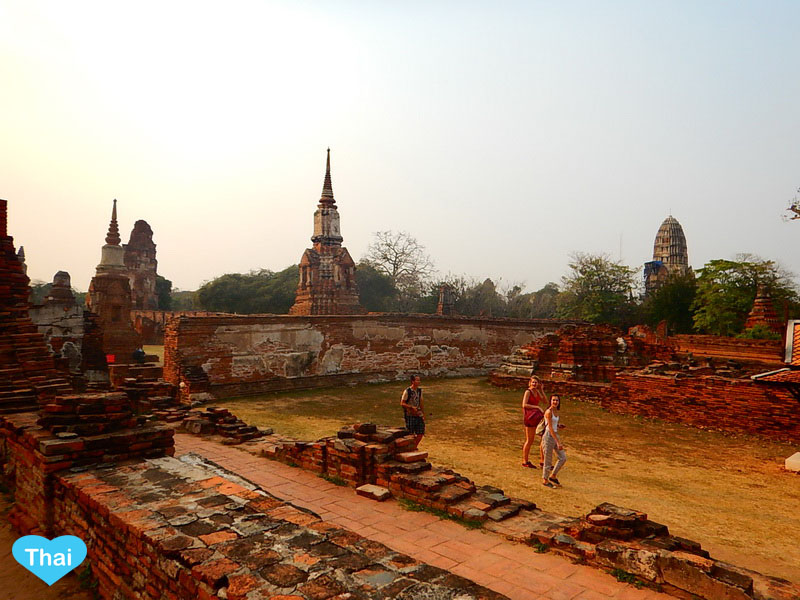 Travel to Ayutthaya from Bangkok | Love Thai Maak Sunset At Wat Mahathat
