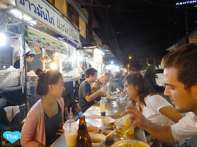 Amazing Street Food at Sukhumvit Soi 38 BTS Thong Lo : Another Great Night Spot For Foodies Enjoy Street Food In Bangkok Night