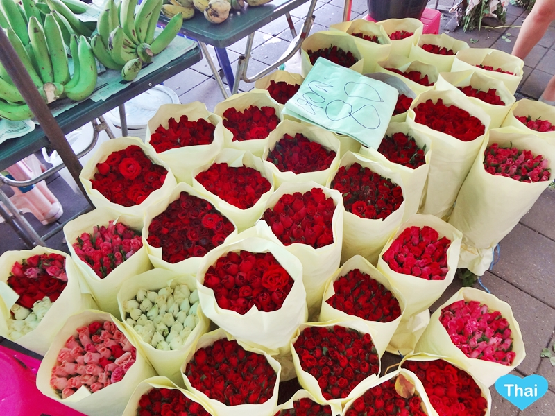 Things To Do In Thailand: Bangkok's Biggest Flower Market Pak Khlong Talat Red Roses Great For Photography