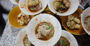 Boat Noodles At Victory Monument, The Center Of Bangkok | Love thai Maak: Varied Small Bowls of Boat Noodle