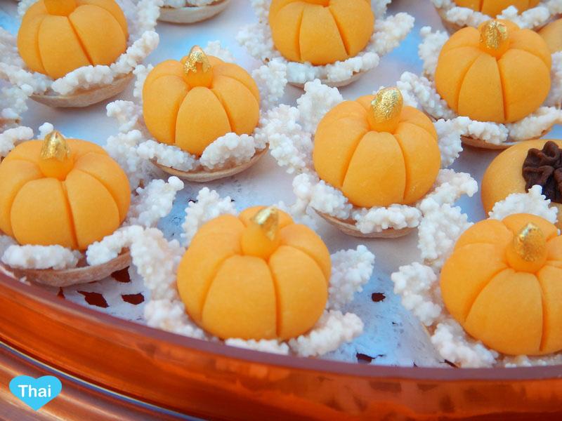 Love Thai Maak: 10 Thai Desserts You Must Try - rare King Crown Dessert