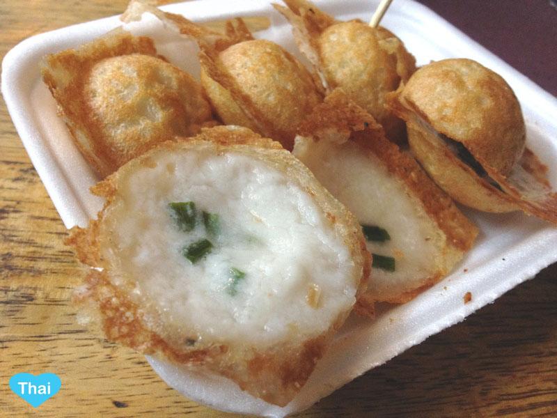 Love Thai Maak: 10 Thai Desserts You Must Try - Kanom Khrok (Coconut-Rice Pancakes)